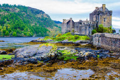 Castello di Eilean Donan in Scozia, Regno Unito immagini stock libere da diritti