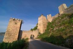 Castello di Golubac sul fiume di Danubio in Serbia immagine stock libera da diritti