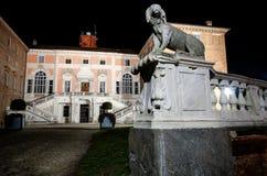 Castello di Govone Italia alla notte Immagine Stock