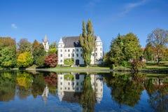 Castello di Hagenau con lo stagno, Austria settentrionale Fotografia Stock Libera da Diritti