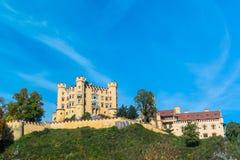 Castello di Hohenschwangau nelle alpi bavaresi Immagini Stock Libere da Diritti