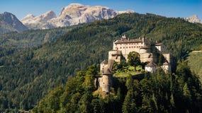 Castello di Hohenwerfen ed alpi di Berchtesgaden, Austria Immagini Stock Libere da Diritti