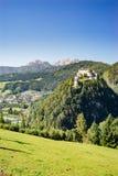 Castello di Hohenwerfen ed alpi di Berchtesgaden, Austria Fotografia Stock Libera da Diritti