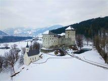 Castello di Kaprun nella vista aerea dell'Austria di inverno Fotografie Stock