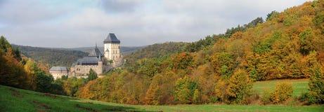 Castello di Karlstejn di panorama Immagini Stock