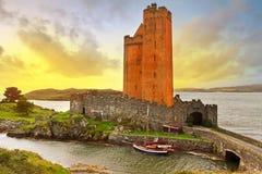 Castello di Kilcoe al tramonto Fotografie Stock Libere da Diritti