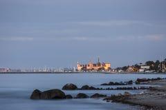Castello di Kronborg nell'ora blu di penombra immagine stock