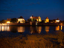 Castello di Malbork di notte Fotografia Stock Libera da Diritti