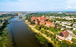 Castello di Malbork sulla banca del fiume di Nogat Patrimonio mondiale dell'Unesco in Polonia Immagini Stock Libere da Diritti