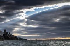 Castello di Malcesine in un giorno ventoso Fotografia Stock Libera da Diritti