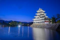 Castello di Matsumoto alla notte a Nagano, Giappone fotografie stock