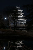 Castello di Matsumoto alla notte nell'inverno japan Immagine Stock