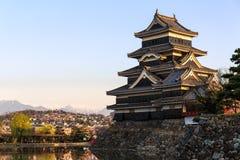 Castello di Matsumoto con luce calda nella mattina Immagine Stock