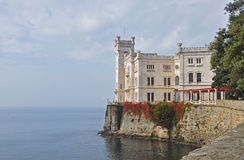 Castello di Miramare, slott i Italien Royaltyfri Fotografi