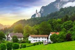 Castello di Neuschwanstein nelle alpi bavaresi Fotografie Stock Libere da Diritti