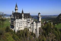 Castello di Neuschwanstein nelle alpi bavaresi Immagini Stock