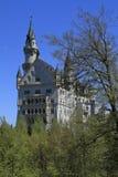 Castello di Neuschwanstein nelle alpi bavaresi Fotografia Stock