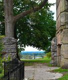 Castello di pietra abbandonato che domina la città di Groton, Massachusetts, la contea di Middlesex, Stati Uniti Caduta della Nuo fotografia stock libera da diritti