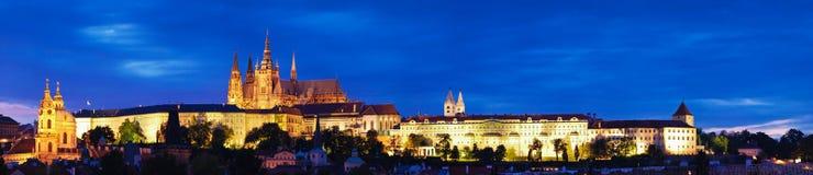 Castello di Praga alla notte Fotografie Stock