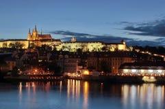 Castello di Praga alla notte Fotografia Stock