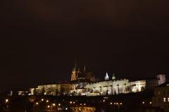 Castello di Praga alla notte 1 Fotografia Stock