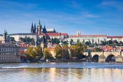 Castello di Praga e cattedrale della st Vitus Stagione di autunno della repubblica Ceca Fotografie Stock Libere da Diritti