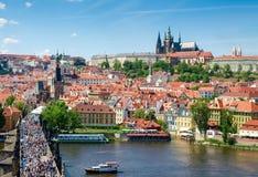 Castello di Praga e di Lesser Town con la st Vitus Cathedral Fotografie Stock Libere da Diritti