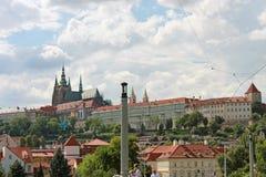 Castello di Praga e poca città Fotografie Stock Libere da Diritti