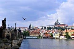 Castello di Praga e ponticello del Charles, Praga, ceca con riferimento a Fotografia Stock Libera da Diritti