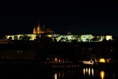 Castello di Praga nella notte Immagini Stock