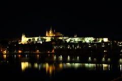 Castello di Praga nella notte Fotografia Stock Libera da Diritti