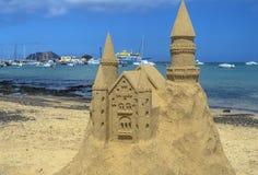 Castello di sabbia ad una spiaggia a Fuerteventura, isole Canarie Immagini Stock Libere da Diritti
