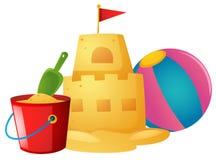 Castello di sabbia e beach ball Immagini Stock