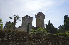 Castello di Scaliger al tawn di Lazise Fotografia Stock