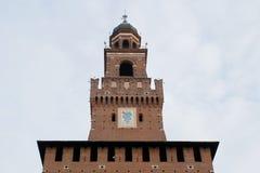 Castello di Sforzesco nella torre della conduttura di Milano Immagini Stock