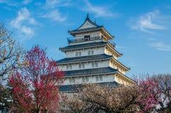 Castello di Shimabara con i fiori della prugna in primavera Fotografie Stock