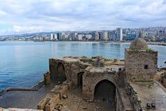 Castello di Sidon con una città ai precedenti Fotografia Stock