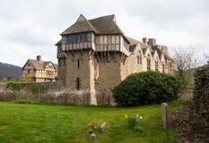 Castello di Stokesay nello Shropshire il giorno nuvoloso Fotografie Stock Libere da Diritti