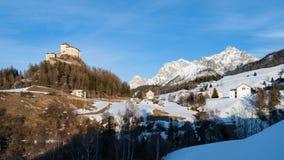Castello di Tarasp vicino a Scuol immagini stock libere da diritti