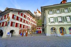 Castello di Thun sopra la città Hall Square in Thun Città Vecchia Fotografia Stock