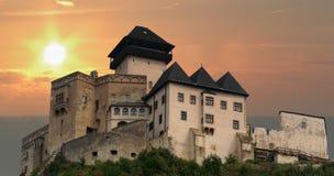 Castello di Trencin al tramonto Fotografie Stock Libere da Diritti
