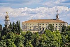 Castello di Udine e dell'angelo dorato sul campanile Fotografia Stock