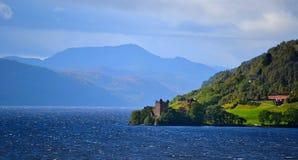 Castello di Urquhart da Loch Ness Fotografia Stock