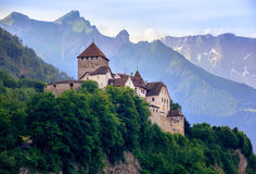 Castello di Vaduz, montagne del Liechtenstein, alpi, Europa Fotografie Stock