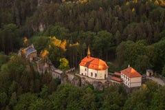 Castello di Valdstejn in Paradise della Boemia da sopra fotografia stock