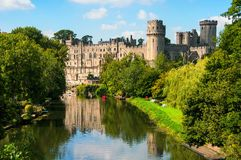 Castello di Warwick nel Regno Unito con il fiume Fotografia Stock Libera da Diritti