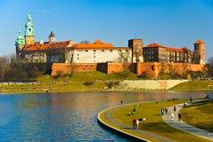 Castello di Wawel e boulevard del Vistula, Cracovia, Polonia Immagine Stock Libera da Diritti