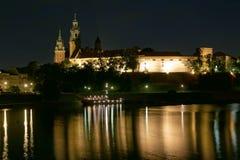 Castello di Wawel entro la notte Fotografia Stock Libera da Diritti