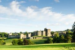 Castello distante di Alnwick Fotografia Stock Libera da Diritti