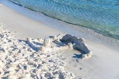Castello distrutto della sabbia Fotografia Stock